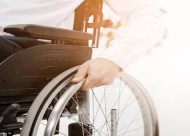 Świadczenie pielęgnacyjne: gmina powinna sprawdzić kto może opiekować się niepełnosprawnym